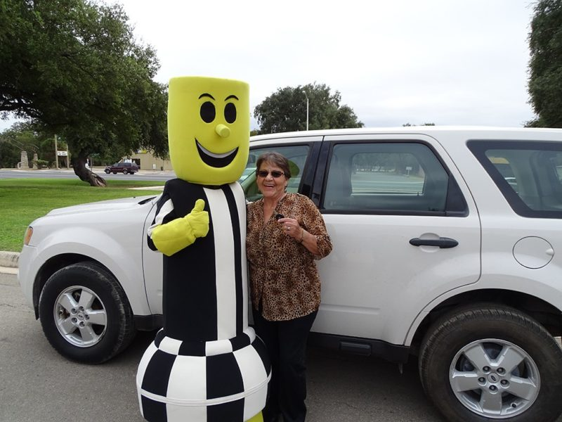woman posing with the electricity mascot